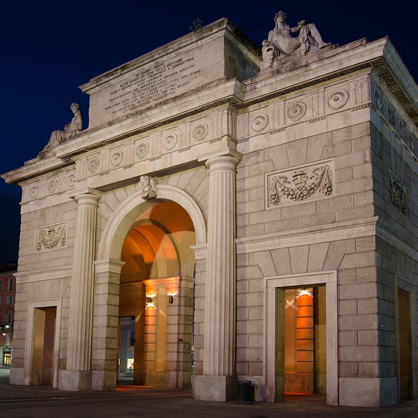 Arco delle Vittorie Comensi, porta Garibaldi - Milano